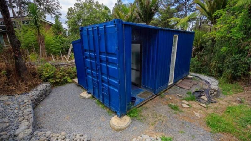 Женщина живет в контейнере площадью всего 10 кв. м. Но только взгляните что там внутри!