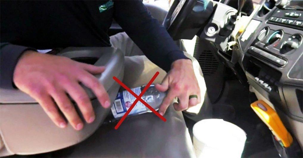 Никогда не оставляйте в жару бутылки с водой в салоне автомобиля! Это не шутки!