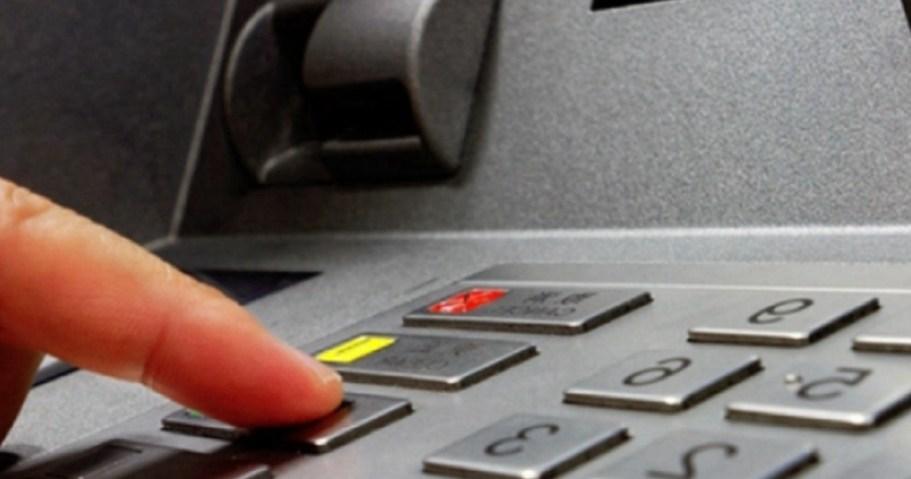 Эти советы помогут вам оперативно вернуть карту, которая застряла в банкомате