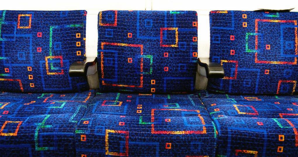 В Интернете разобрались, зачем на сидениях маршруток ставят цветастую обивку. Похоже на правду!