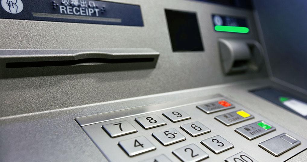 """Лайфхак: как быстро вернуть карту, которую """"съел"""" банкомат"""