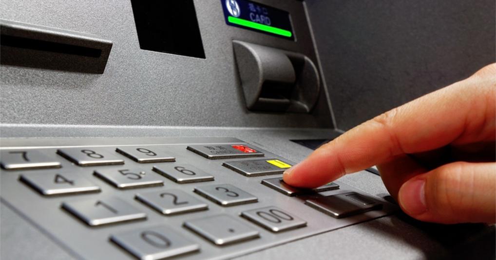 Полезный совет: как оперативно вернуть карту, которая застряла в банкомате