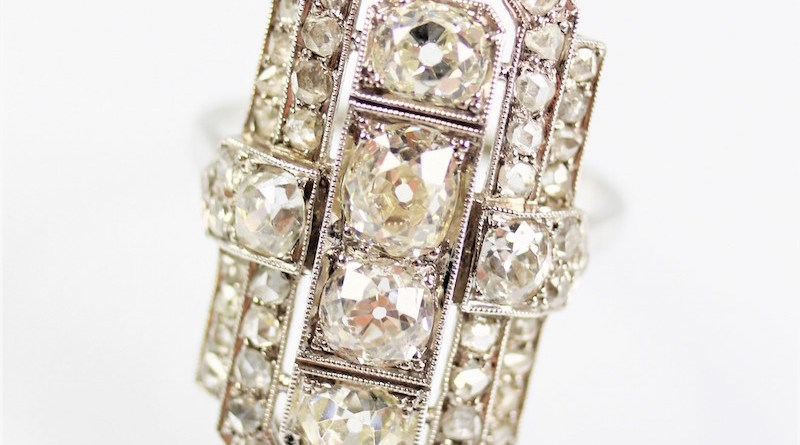 The antique art deco diamond ring