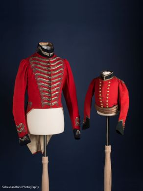 A pair of 19th-century military uniforms in the male fashion exhibition