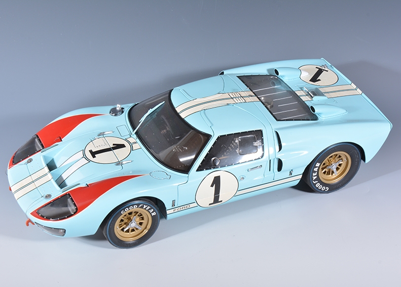 Model of an Exoto 2 800 GT40