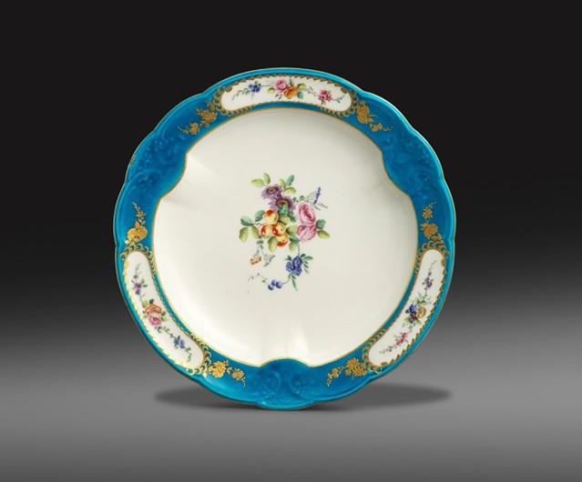 Vincennes circular dish sold at Woolley and Wallis