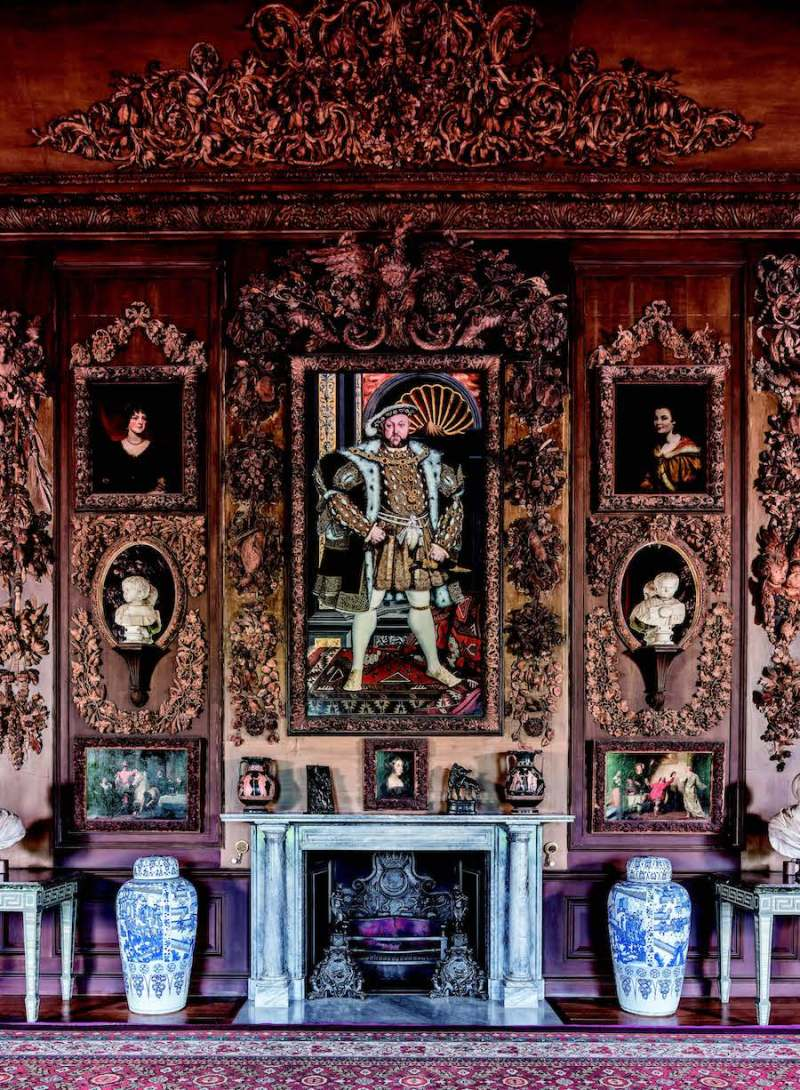 Carvingsby Grinling Gibbonsin the Carved Room,Petworth House andPark, West Sussex,including around aportrait of King HenryVIII, © National TrustImages/Andreas vonEinsiedel