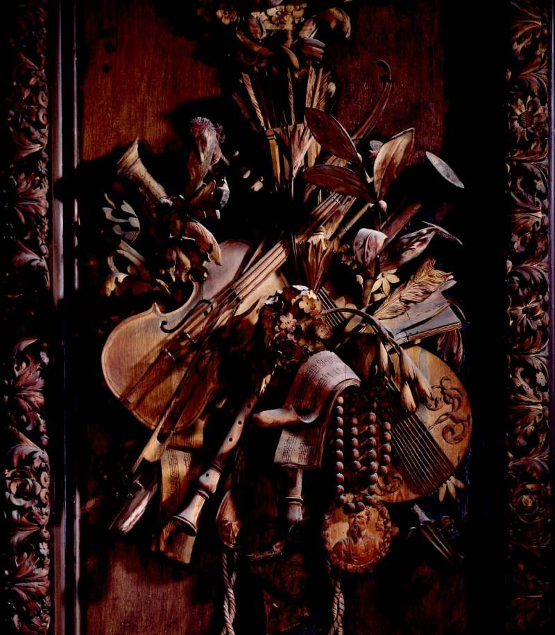 The limewood carving of musicalinstruments by Grinling Gibbons, situated onthe east wall of the Carved Room at PetworthHouse, West Sussex, ©National Trust Images/Andreas von Einsiedel