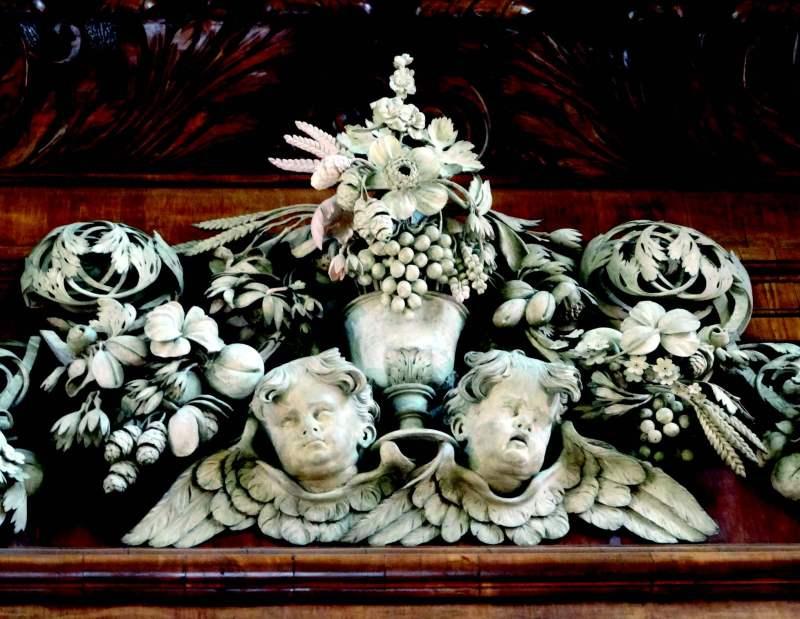 Gibbons' reredosat Trinity CollegeChapel, Oxford, ©Grinling GibbonsSociety