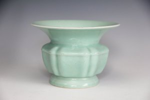 The Yongzheng vase that sold for £23,000