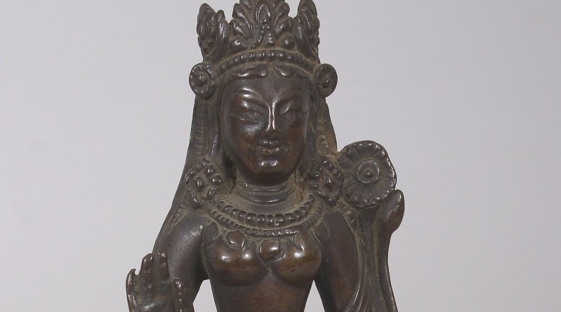 The Indian bronze antique statue