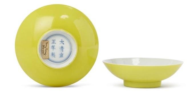 The pair of Yongzheng bowls