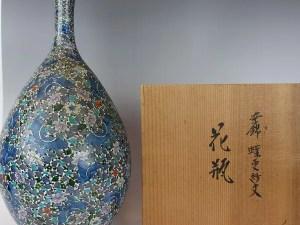 村上玄輝「染錦蝶更紗文花瓶」