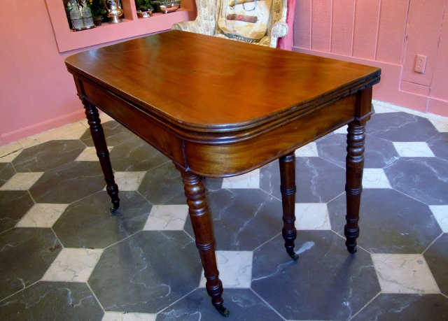 Georgian Accordion Dining Table For Sale