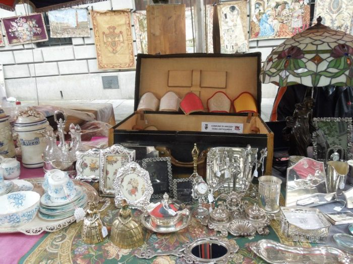 Paris brocantes, flea markets, and vide greniers
