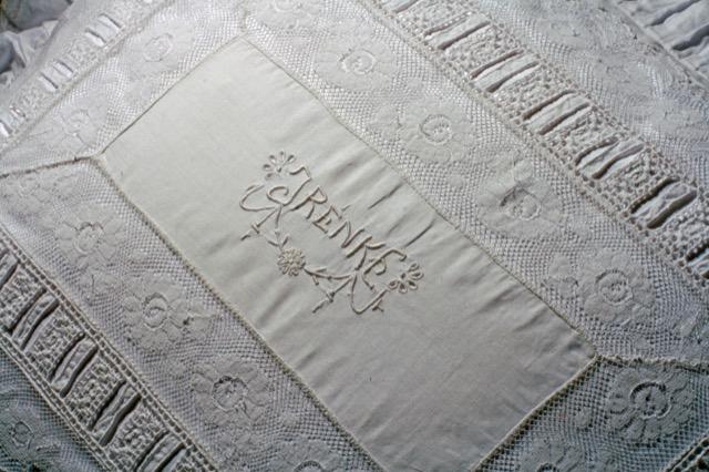Trousseau Embroidery Barone from Pandora de Balthazár