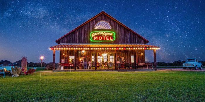 Rancho Pillow Motel Round Top, Texas
