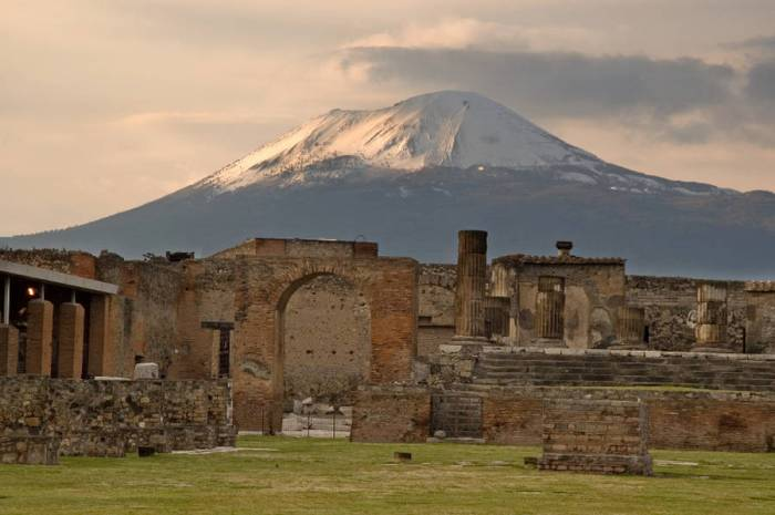 Pompeii | The NEW Neoclassical | The Antiques Diva