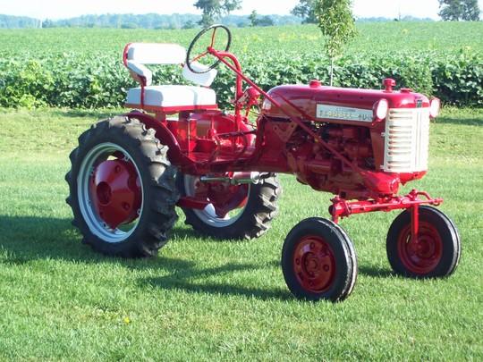1958 International Tractor : Farmall cub antique tractor