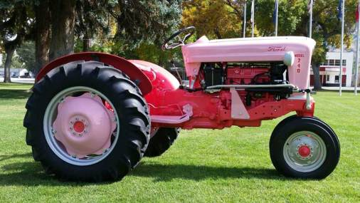pink-tractor-4