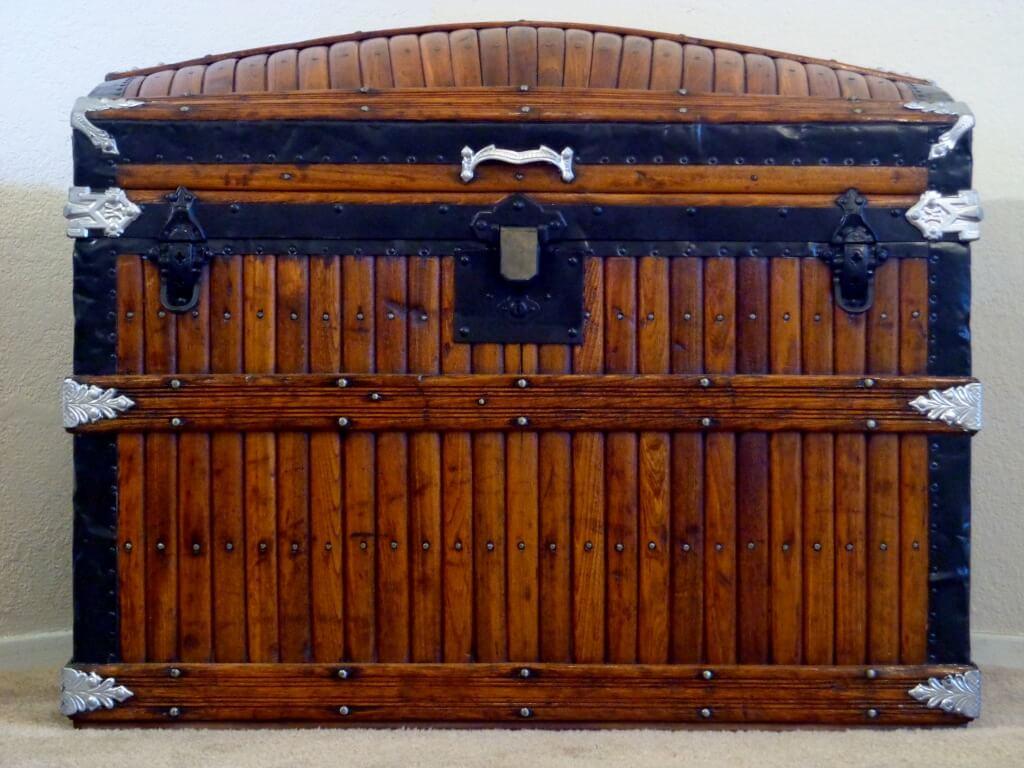 antique trunk values information