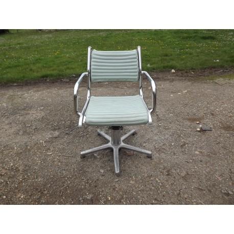 fauteuil de coiffeur vintage de marque olymp