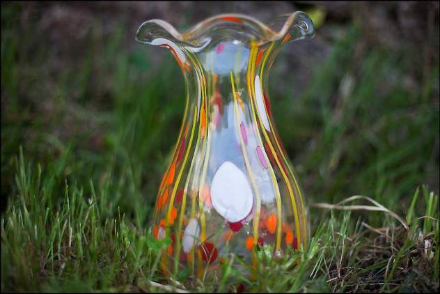 Mobilier vintage: vase en verre émaillé à collerette