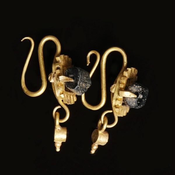 Roman Gold and Garnet Earrings Set