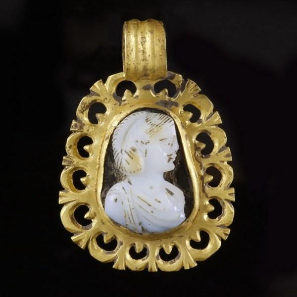 Roman Gold Cameo Pendant with Empress
