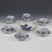 Kangxi White and Blue Export Ware Teapot with Cups and Saucers