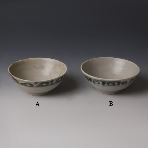 Tek Sing Blue-Green and White Small Bowls