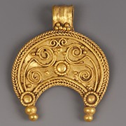 gold-roman-lunar-pendant
