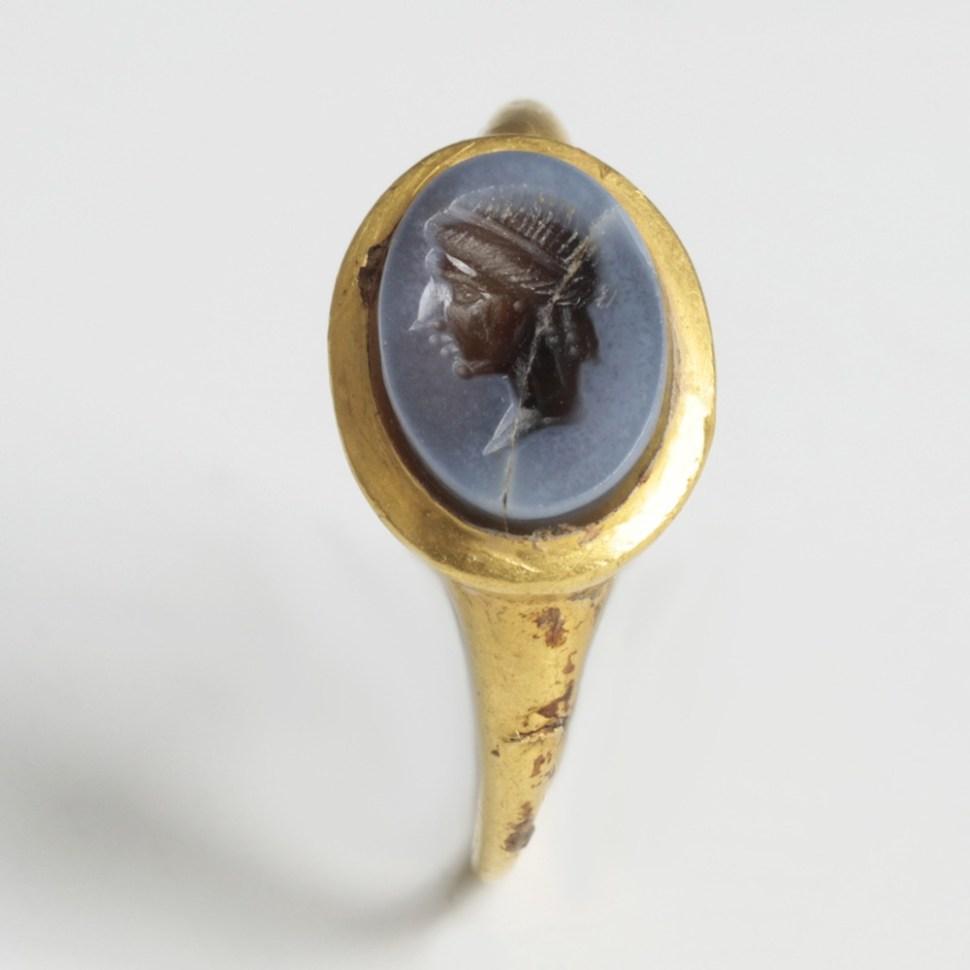 roman gold ring with nicolo intaglio