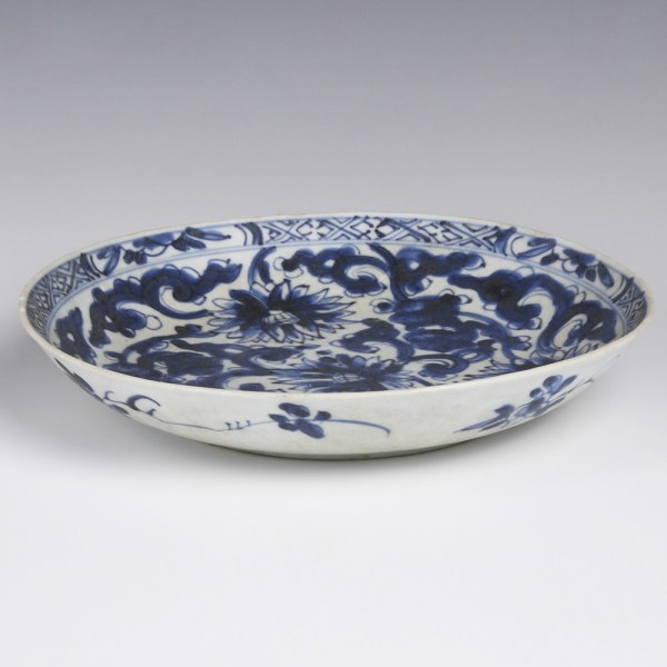 Kangxi Dish with Chrysanthemum Decoration