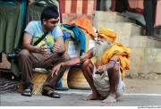 It's evident that Amar (@amarpatell) of India is enjoying this chat with a local Sadhu: pic.twitter.com/BxcWf34FVl