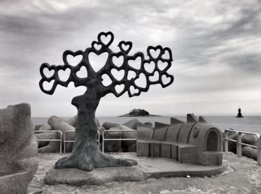 """Joseph (@Allophile) of the USA """"won"""" our love-themed #travelpics chat with this amazingly fitting heart tree in South Korea: pic.twitter.com/VZei96l17S"""