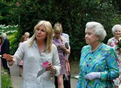 It's not every day one gets to meet the Queen, having designed 5 gardens in Chelsea, but Patricia Barnard (@rockandroses_) of the UK did! https://twitter.com/rockandroses_/status/486233743104159747/photo/1