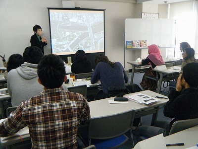Tomoko lecturing the students