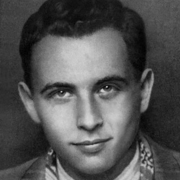 Photo of لويس أراغون – إلزا أمام المرآة