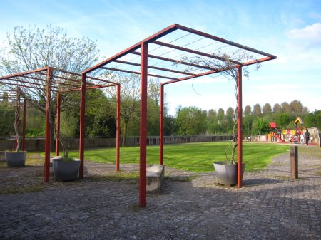 De paseo por Sar. La tranquila plaza de Pepe Noya con su parque infantil