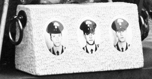 Il cippo a ricordo dei carabinieri Otello Stefanini, Mauro Mitilini e Andrea Moneta