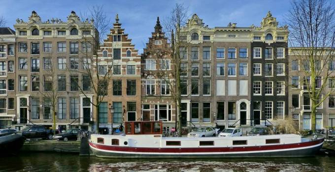 Singel canal in the center of Amsterdam