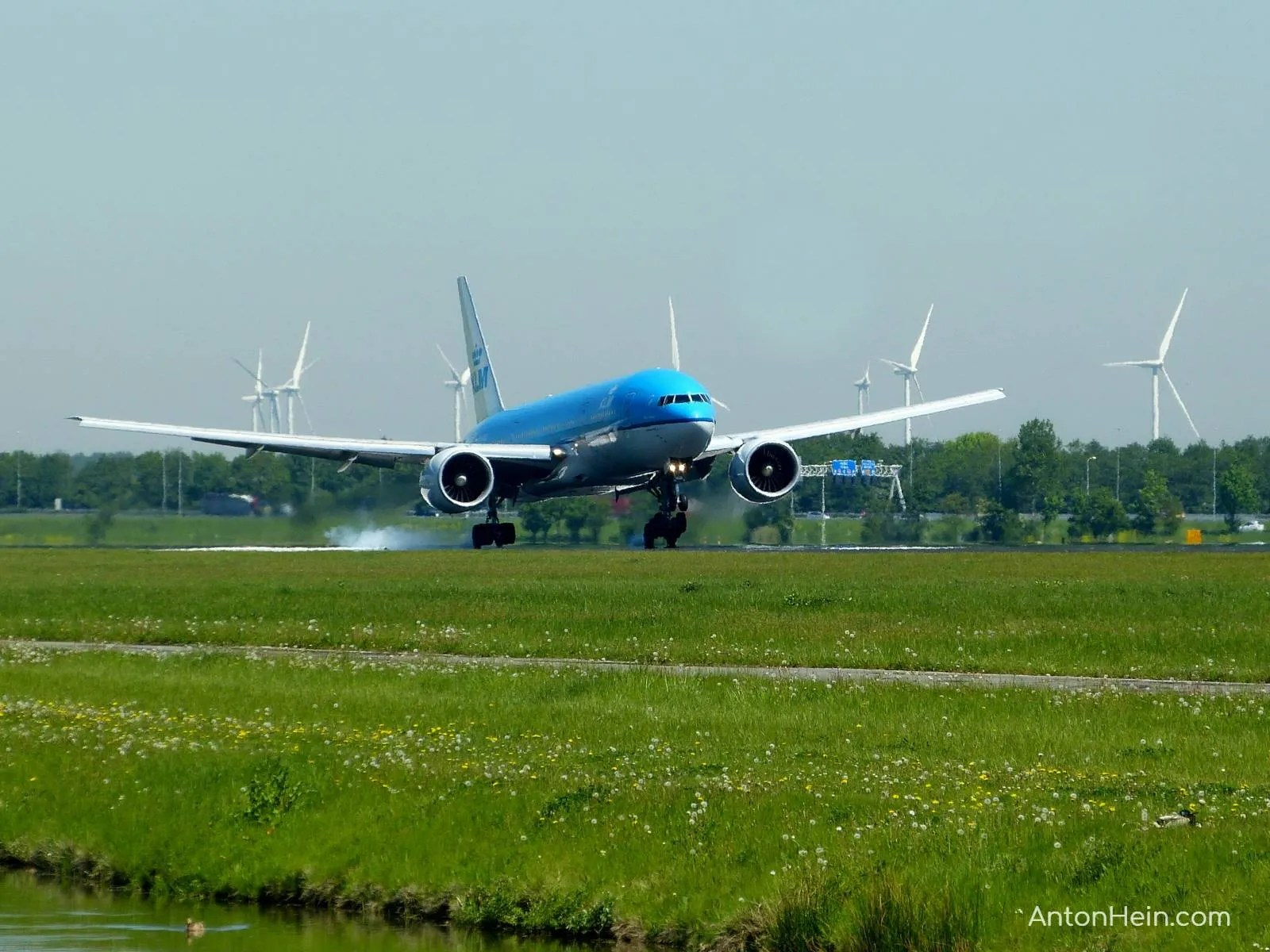 Amsterdam: airplane spotting at Schiphol