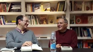 Un simpatico momento dell'incontro con Renzo Paris, a destra (Foto R. Persian)