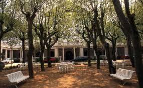 bancos jardín