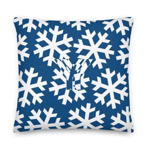 Dekoratives Sofa Kissen • Throw Pillow • Snowflakes White on Blue 5 mockup d655881e
