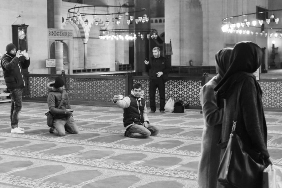 Selfies dans la mosquée Süleymaniye, à Istanbul.