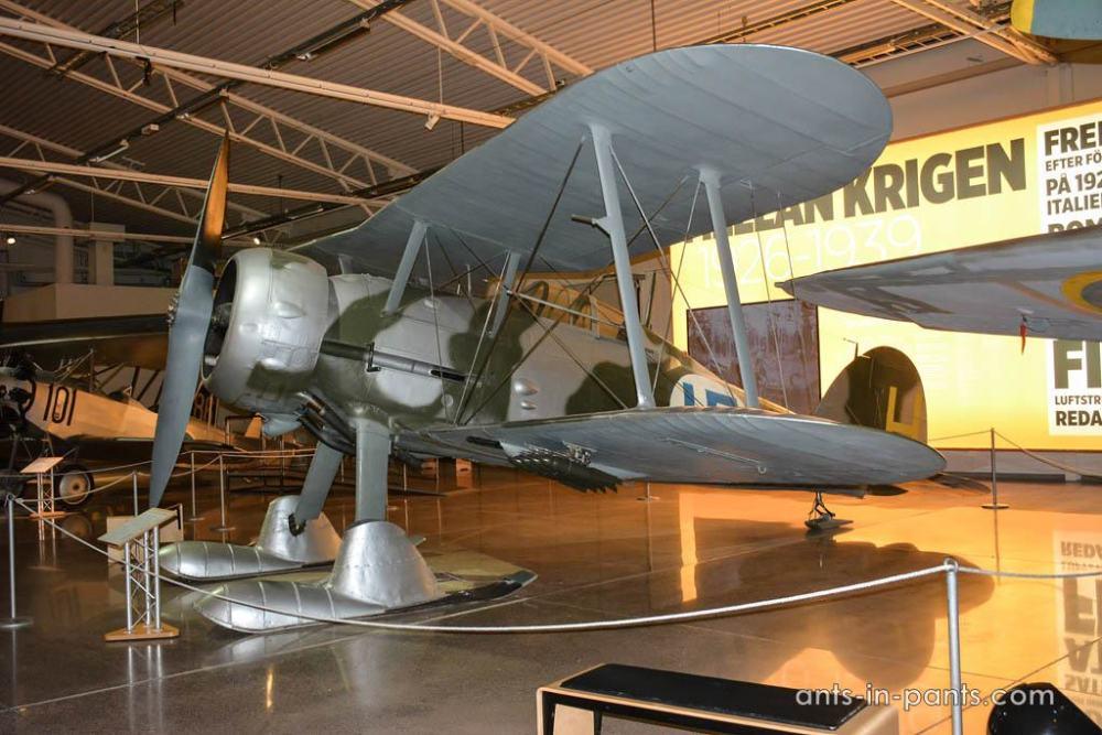 J8-Gloster Gladiator