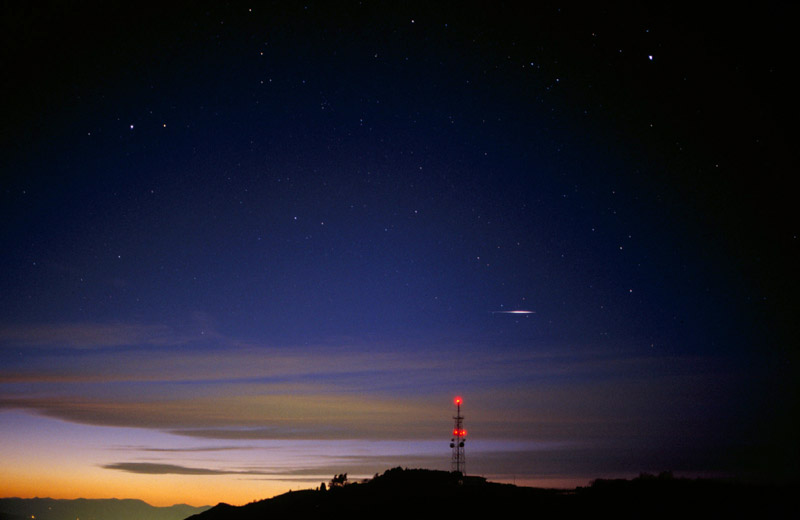 satelite de iridio en puesta de sol en Donosti