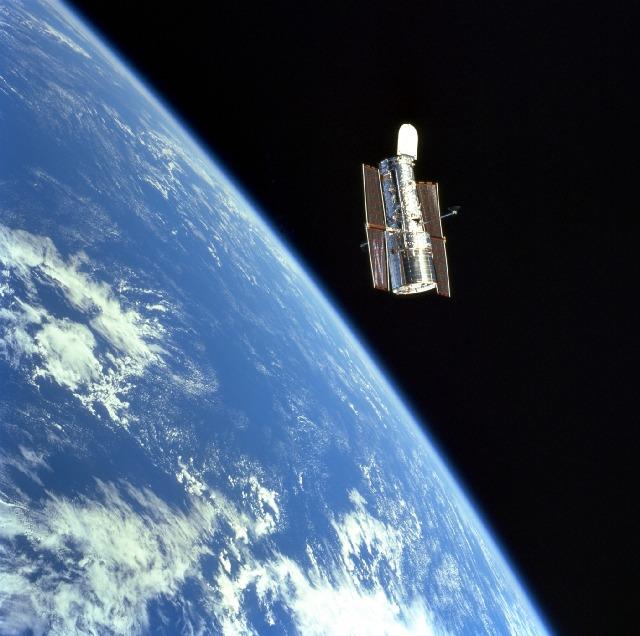 Hubble surant a lespai